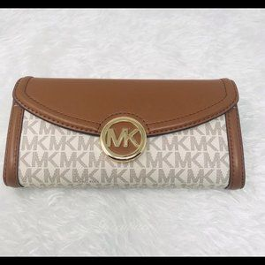Michael Kors  Continental Wallet Signature Leather